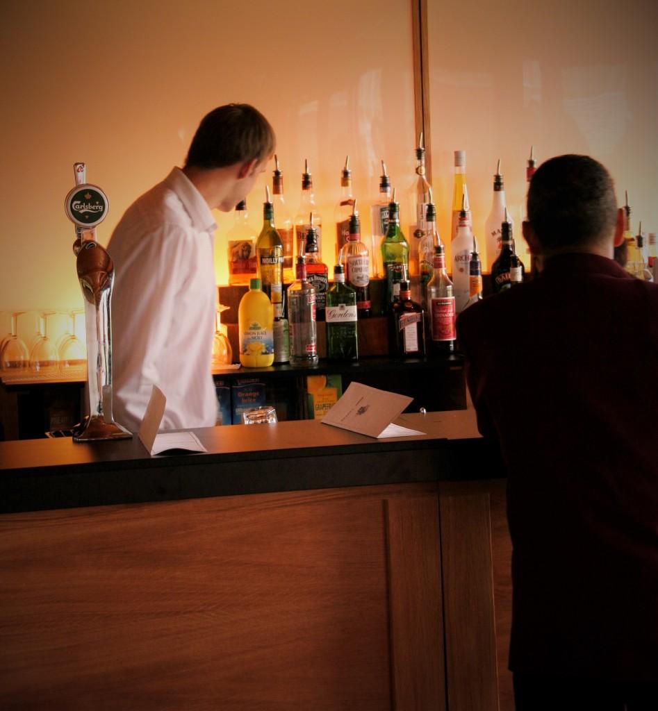 Oak Event Bar